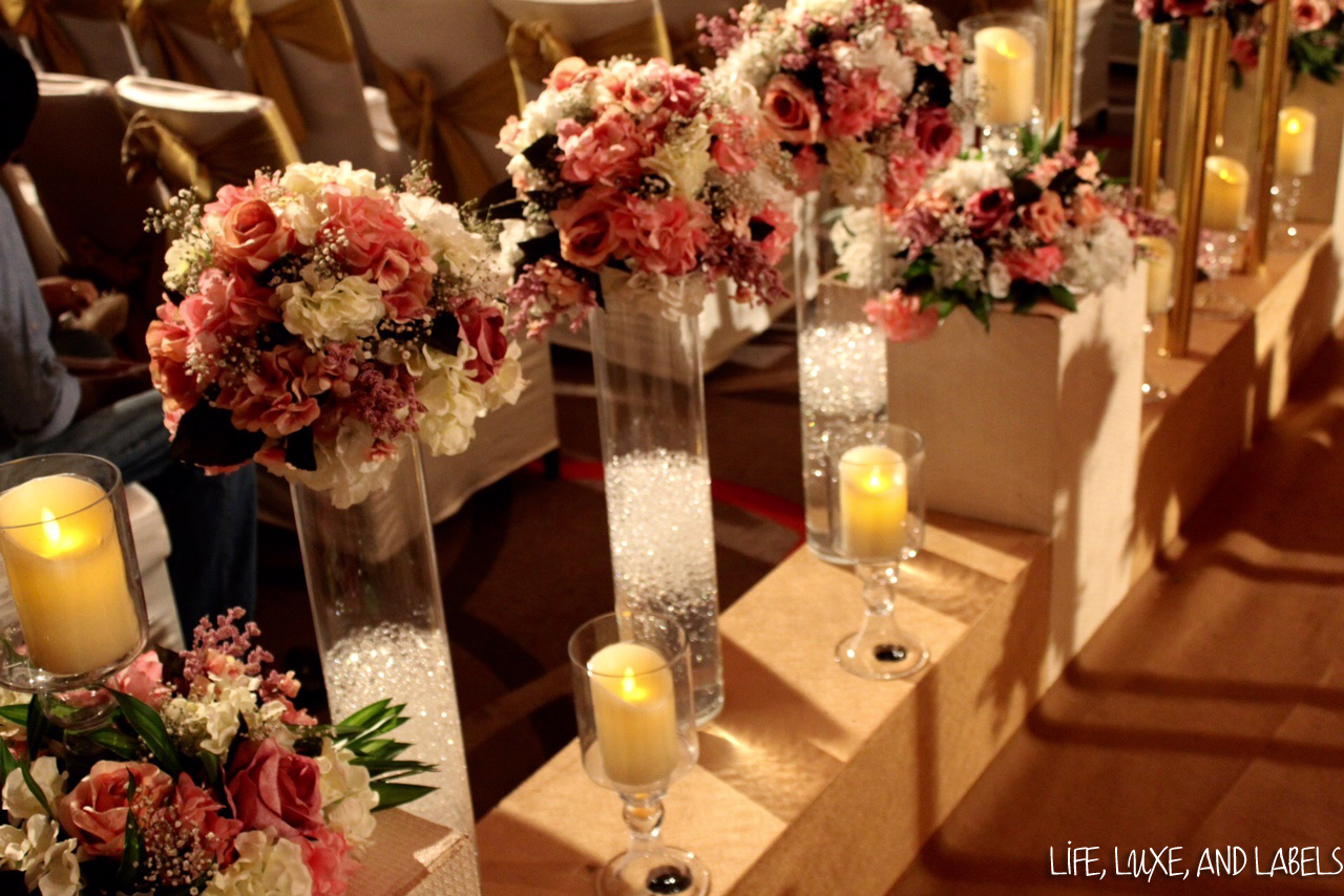 Table arrangements with white an pink flowers and candles