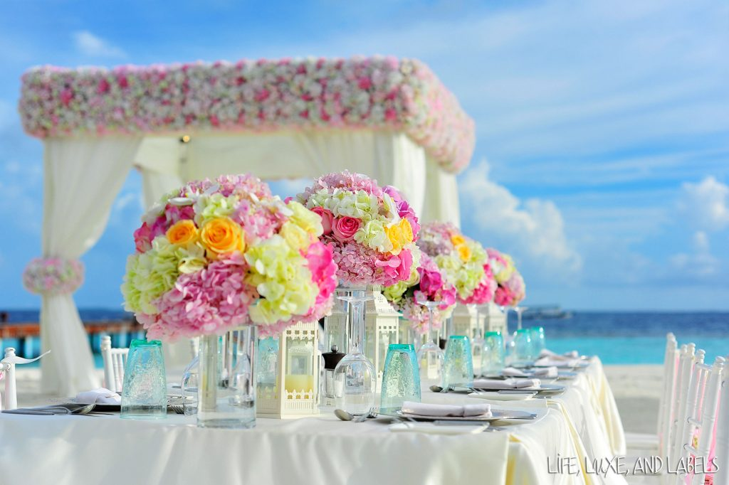 Beach venue decoration with roses and peonies
